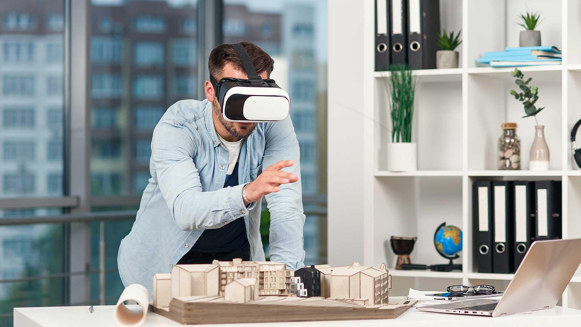 hombre utilizando la realidad virtual en arquitectura